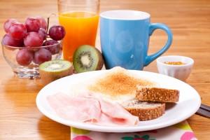 br shutterstock 146417513 300x200 ¡Cuida lo que comes en el desayuno!
